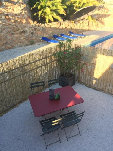 terrasse privative du gîte Olivier au Mas Picagnol