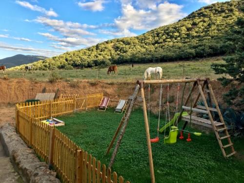 espace jeux au Mas Picagnol (66400 OMS - Pyrénées Orientales)