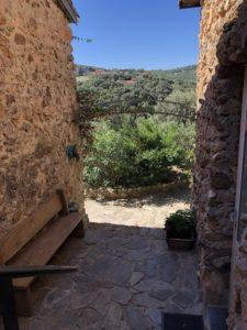 vue sur le village de Oms depuis l'hébergement de vacances