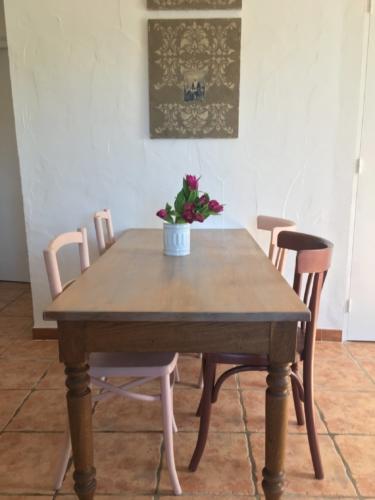 gîte avec espace de repas intérieur