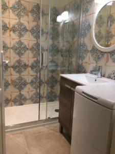salle d'eau avec lave linge dans gite pour 4 personnes